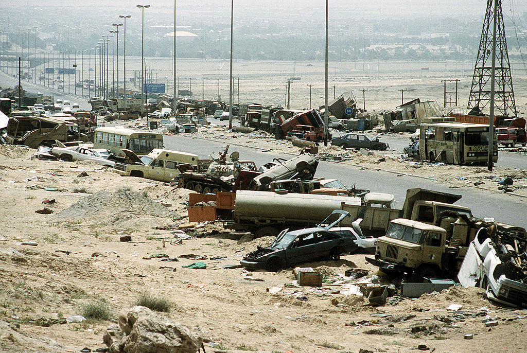 GulfWarDemolished_vehicles_line_Highway_80_on_18_Apr_1991