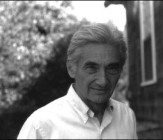 howard zinn a peoples history ch Howard zinn, 87, an activist historian whose people's history of the  dr zinn  was an executive producer and narrator of a history channel.