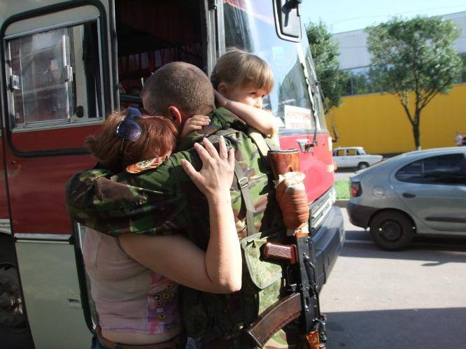 Militia of people's self-defense took leave of his family, which was evacuated from Donetsk