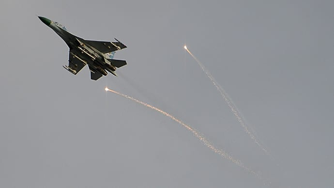 Ukrainian jet sent by the Kyev regime bombs and kills civilians in Luhansk (Eastern Ukraine)