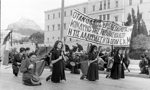 greece-WomenDemonstrate