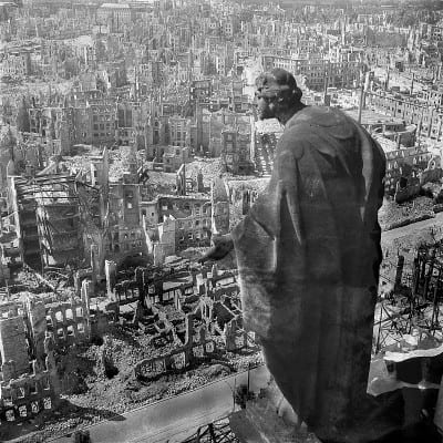 Dresden, 1945, view from the city hall (Rathaus) over the destroyed city (Public domain)