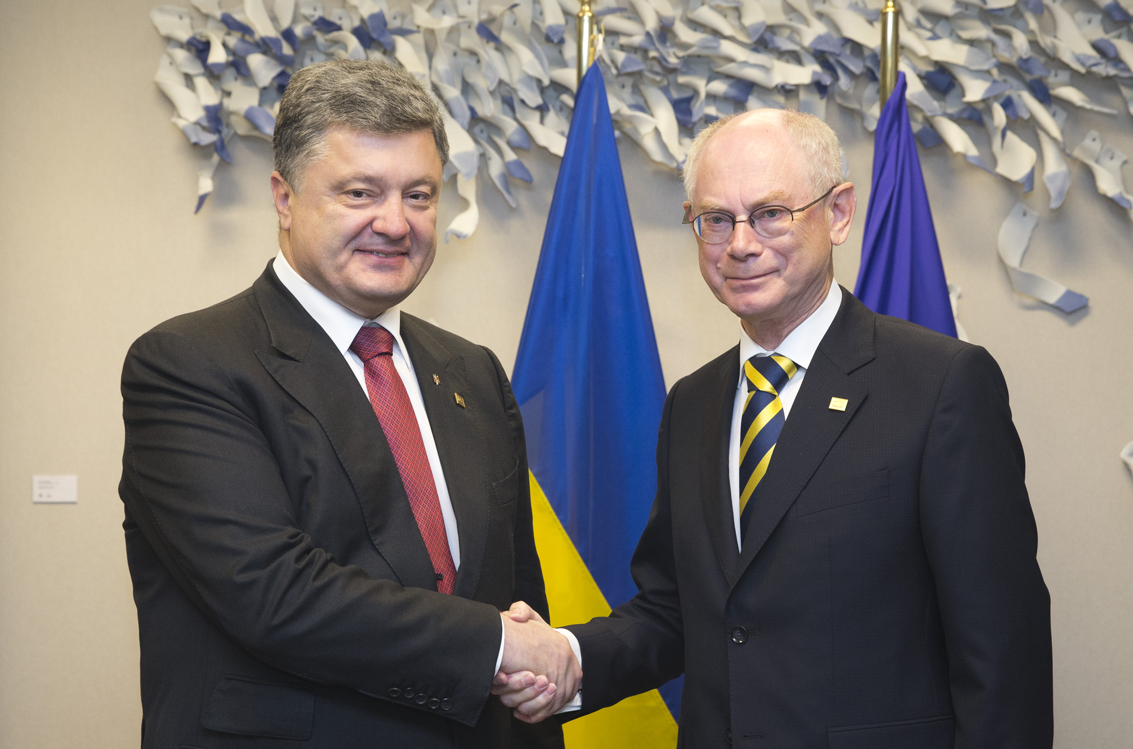 Poroshenko gladhanding European Council's head Herman Van Rompuy. (European Council)
