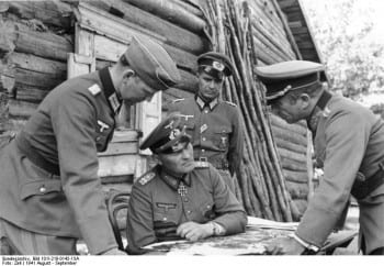German General Höpner coordinating the assay;t on the city.