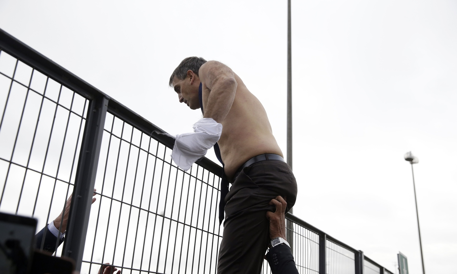 Air France HR boss escapes half naked over a fence to avoid the workers' fury.