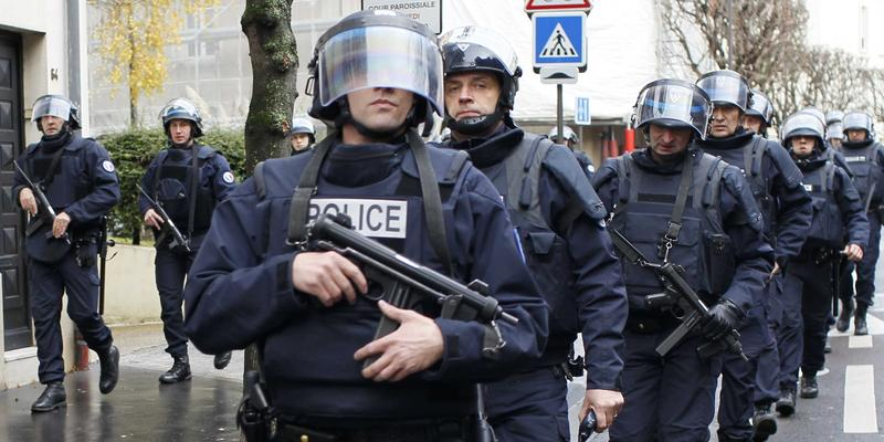 paris-french-police-weapons-for-the-paris-attacks-came-from-abroad