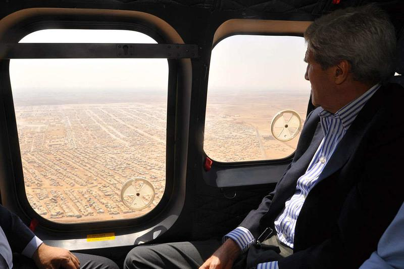 Kerry view Syrian refugee camp