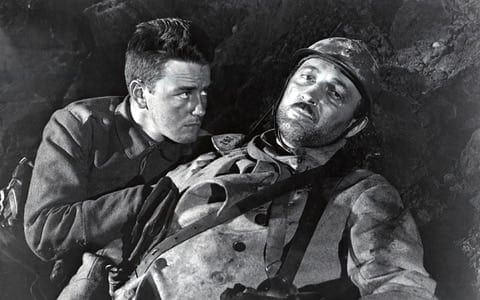 ALL QUIET ON THE WESTERN FRONT 1930 Universal film with Lew Ayers at left