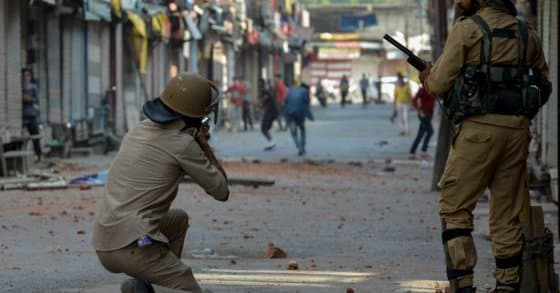 Kashmir - police respond with deadly force to protesters. - Human Rights Watch