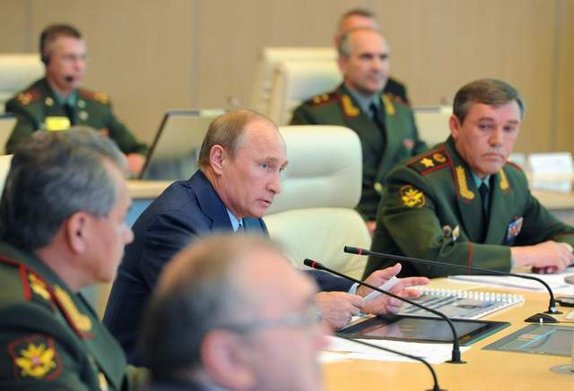 Pres. Putin with his milutary aides and DM Shoigu.