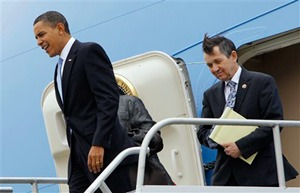 obama_kucinich-air_force_one-300