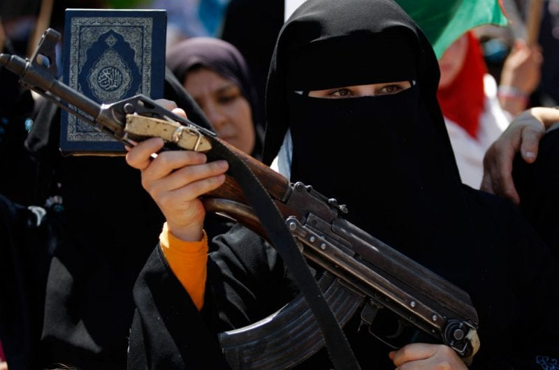 syrianWoman-AK47