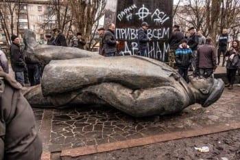 Fascists topple Lenin statue.