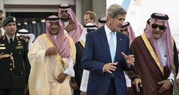 John Kerry conferring with the Saudi mafia. (click to expand)