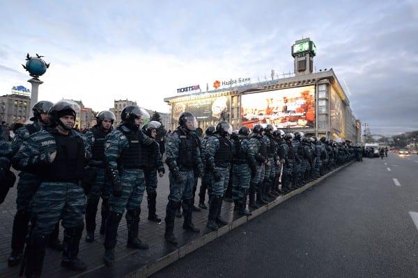 euromaidan-riotpolice-11129366934_715198cbd3_o