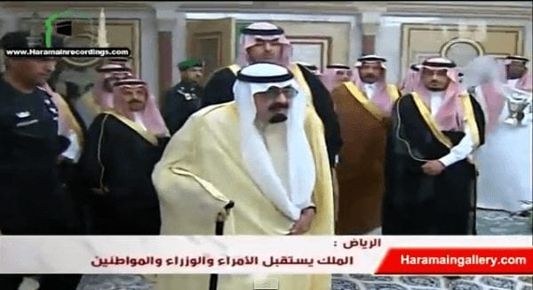 Abdullah entering his main palace in 2011. (YouTube screen grab)