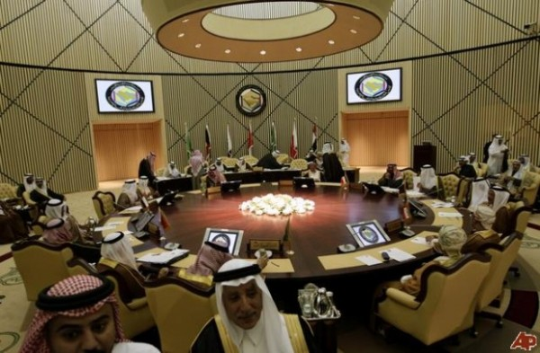 A ridiculously underdeveloped nation, except for its oil infrastructure, Saudi Arabia apes its chief mentor in almost everything concerning war making. Here a view of their war room. (Oriental Review)