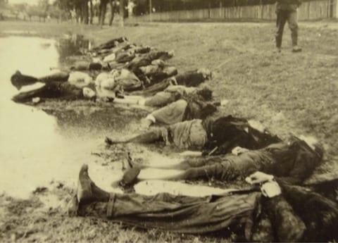 Bodies of executed Soviet civilians [© Yad Vashem Photo Archive