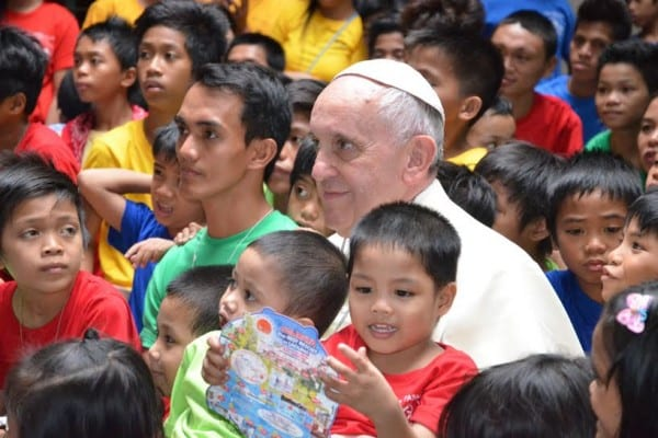 popeFrancis-manila-children