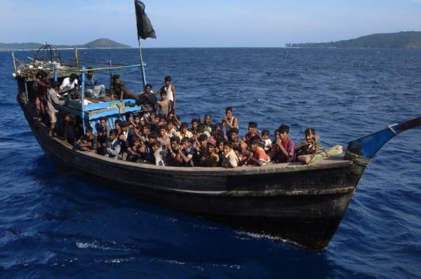 rohingya-3boat