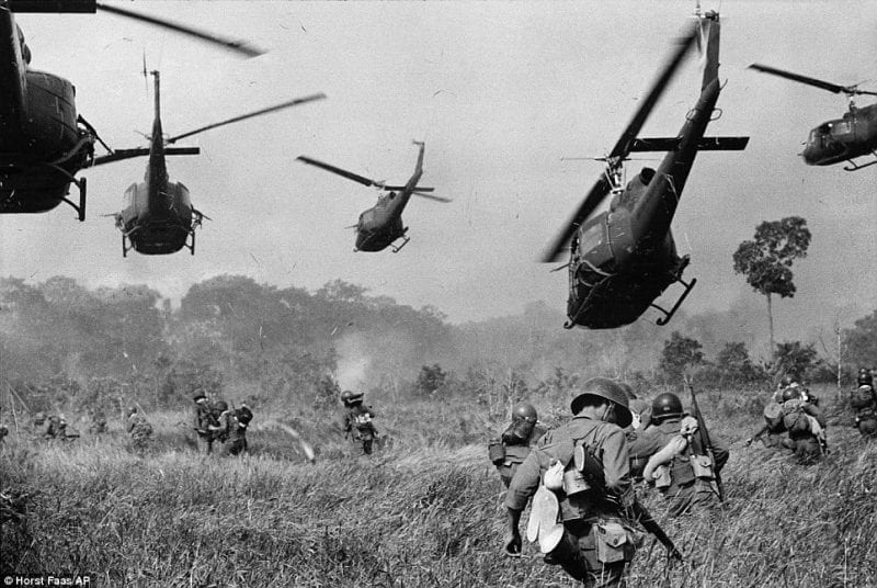 vietNam-iconicImage of Choppers&UStroops