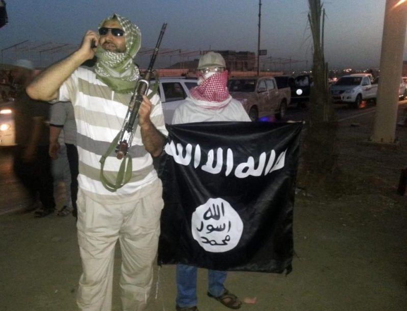 ISISfightersiwhtflagiraq-security