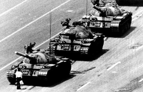 This is the iconic propaganda image most Westerners have in connection with Tienanmen. The true story and its context was entirely manipulated by the Western media to demonize Beijing.