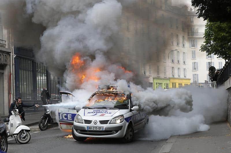 paris-protest-policeCar