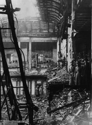 Motiv 2 von 5Aufnahmedatum: 28.02.1933Aufnahmeort: BerlinSystematik: Geschichte / Deutschland / 20. Jh. / NS-Zeit / Reichstagsbrand / allgemein